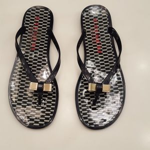 COACH BLACK AND WHITE FLIP FLOPS - NUC